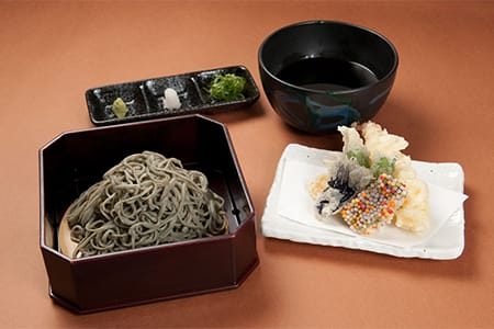 Nama-fu and Yomogi Soba with Tempura 1,600 yen (Choose from hot or cold tsuyu dipping sauce)